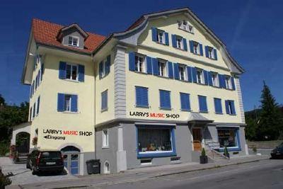 larrysmusicshophaus.jpg